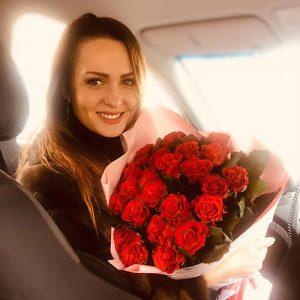 25 червоних троянд для коханої у Львові