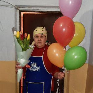 Букет тюльпанів і повітряні кульки