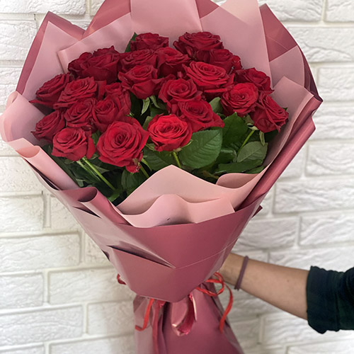 25 roz krasnyh